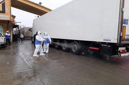 ضدعفونی کامیونها در مرز آستارا